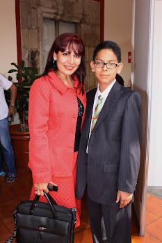 Presidenta María del Refugio Ruiz con su hijo