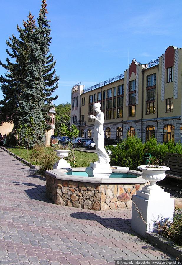 Скульптура на проспекте Кирова в Пятигорске