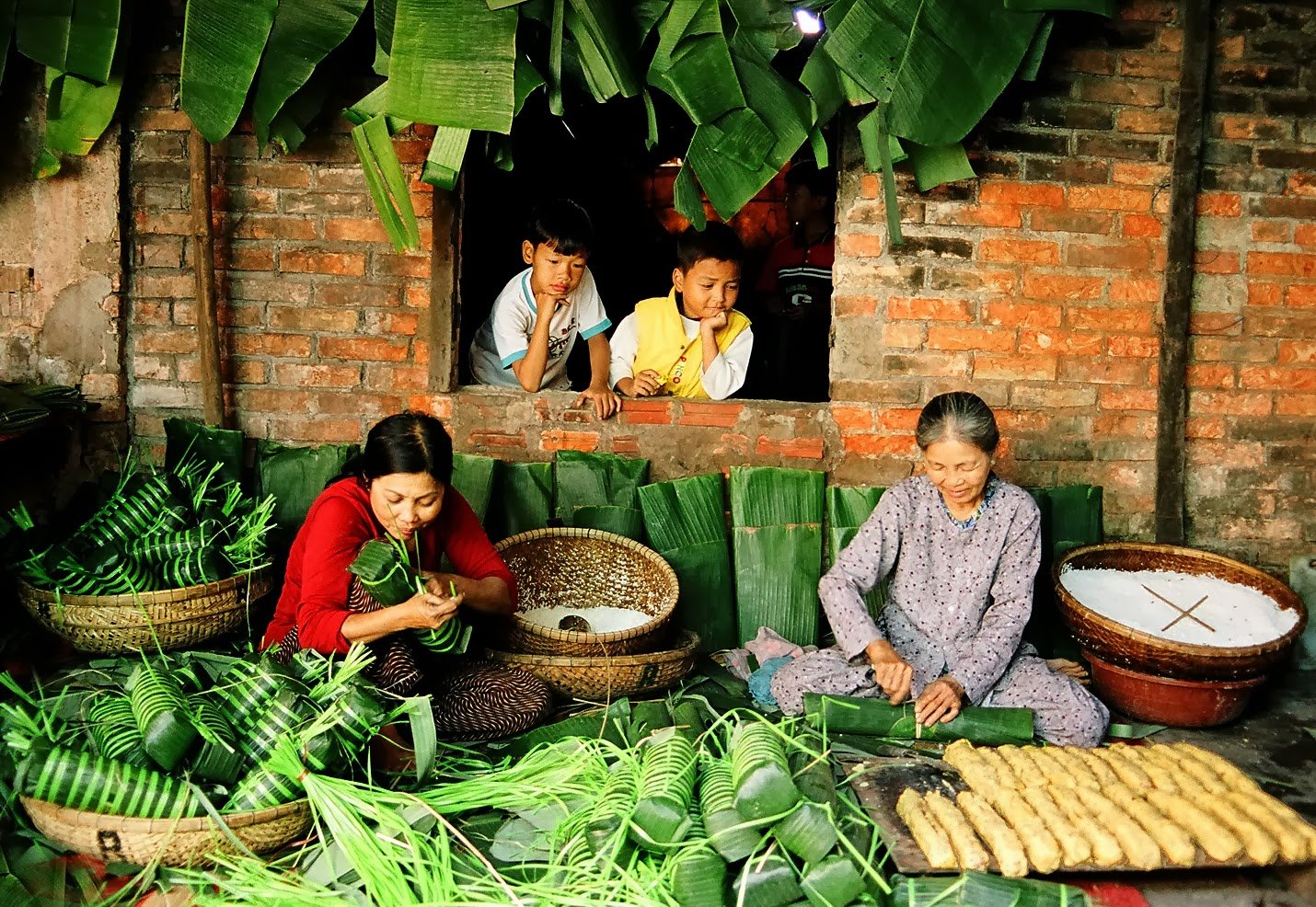 tet in vietnam Tet nguyen dan, tet ta, tet am lich, vietnamese new year this probably is the most important festival, collected by offroad vietnam motorcycle tours.