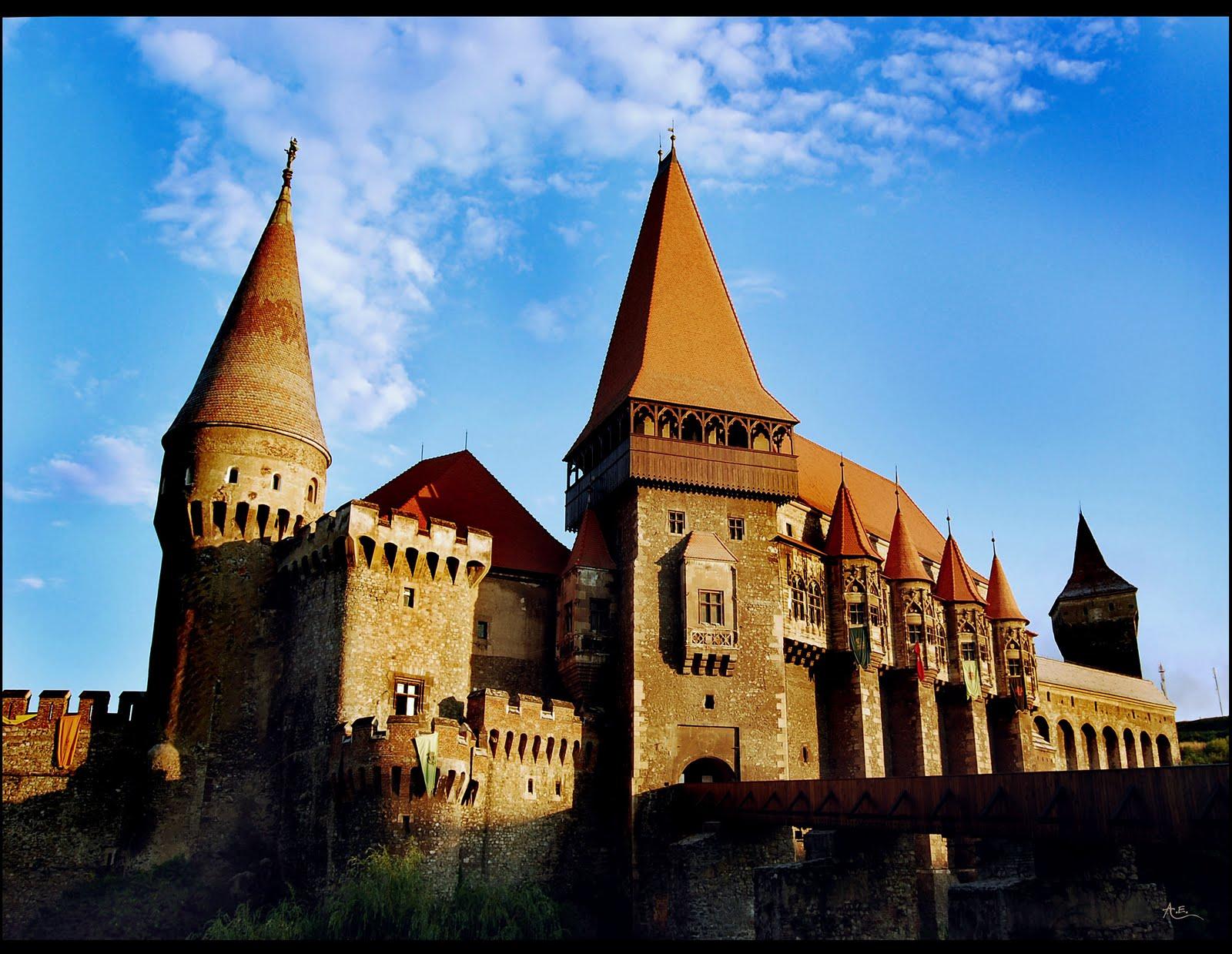 Undeva La Mijloc  Castelul Huniazilor Din Hunedoara