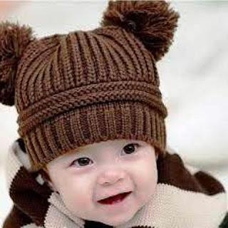 Foto Gambar Bayi Laki-Laki Tersenyum