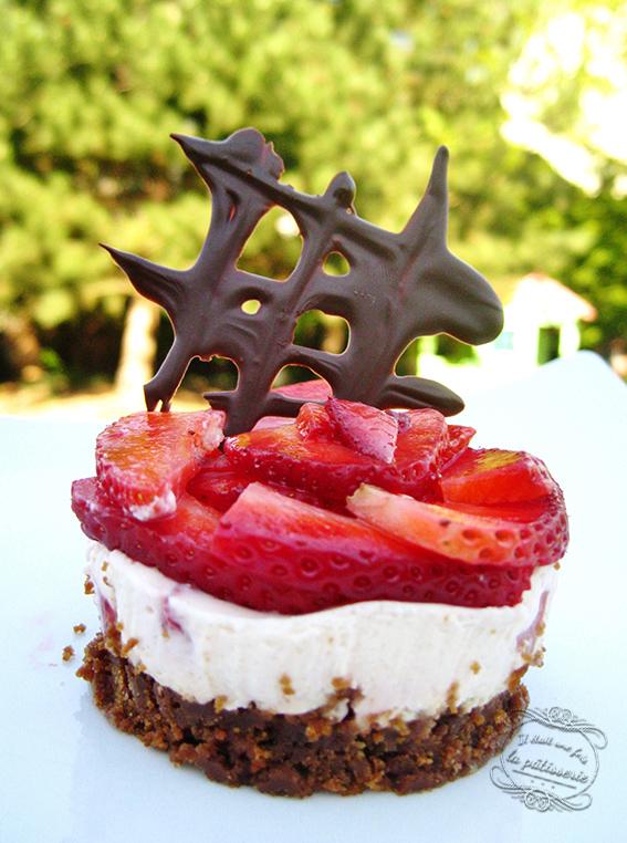entremets fraise avec une base en spéculoos