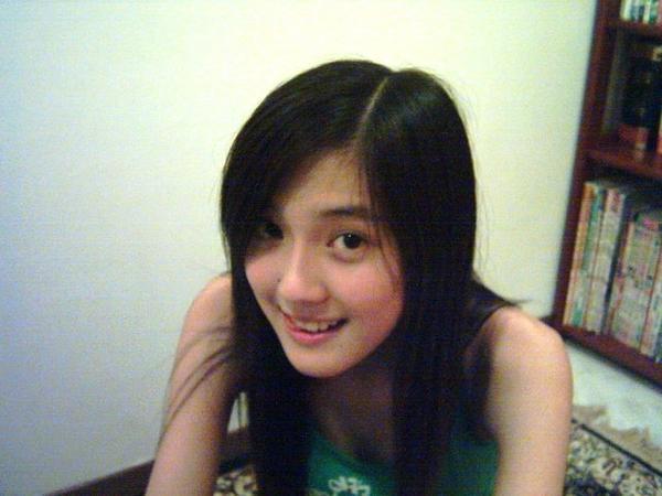 http://hepynews.blogspot.com/2012/05/cerita-seks-remaja-sungguh-bahenol.html