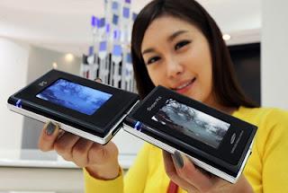 Samsung showcases Super PLS displays 2