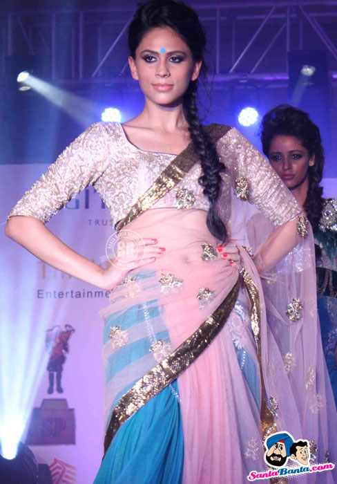 Model Walk the Ramp at Global Movie Independence Fashion Show  - (13) - Global Movie Independence Fashion Show Photos