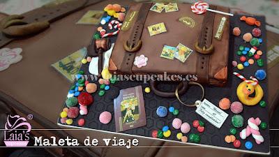 Tarta personalizada fondant maleta de viaje Laia's Cupcakes Puerto Sagunto