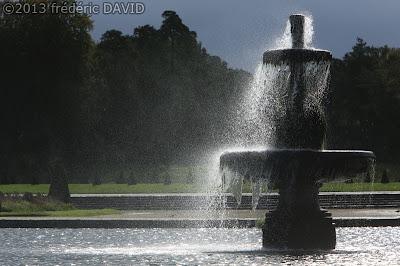 fontaine vent contre-jour silhouette château Fontainebleau Seine-et-Marne