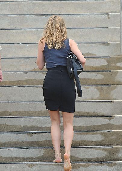 Barefoot celebrities jennifer aniston walking barefoot - Jennifer aniston barefoot ...