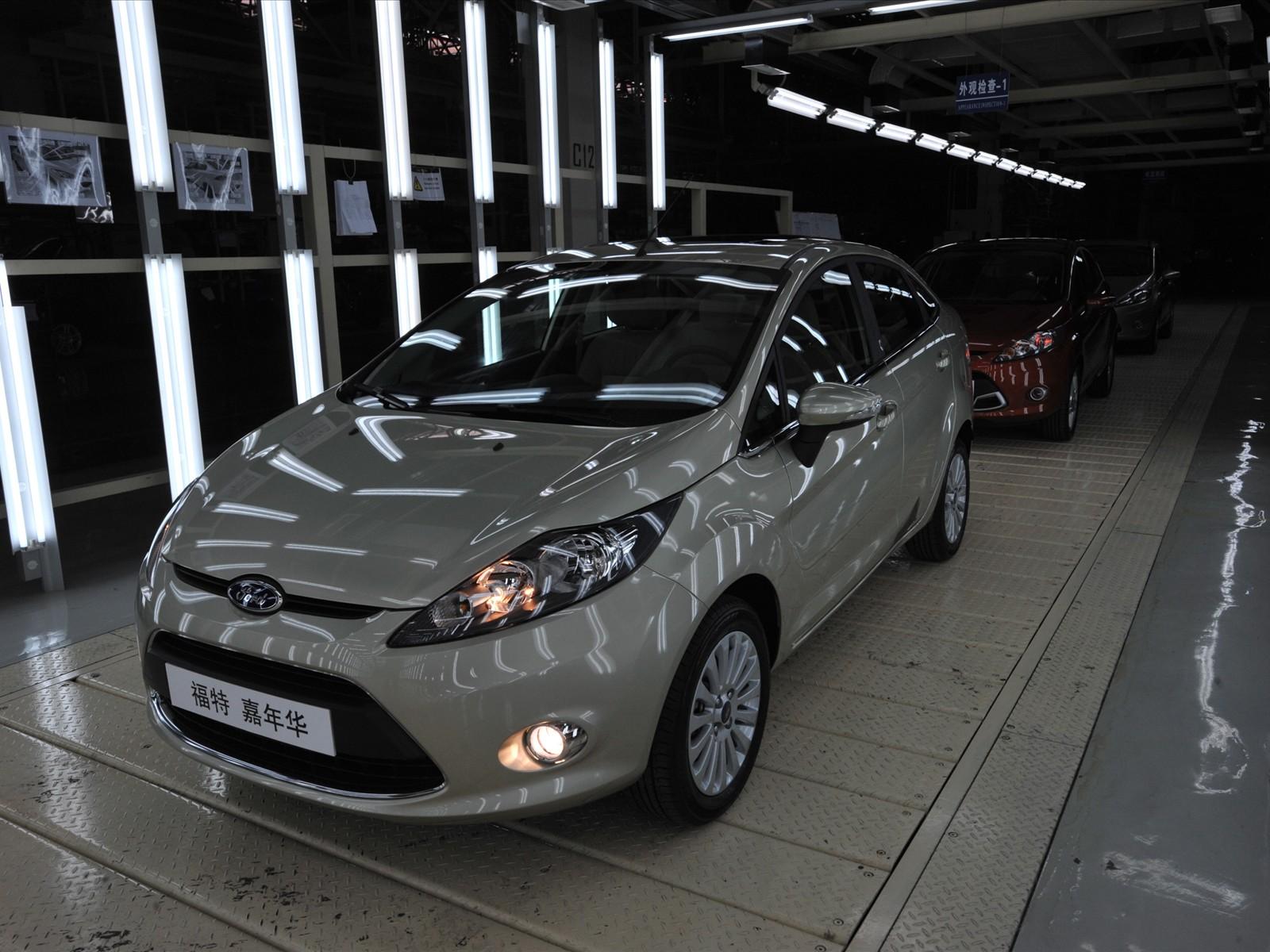 http://3.bp.blogspot.com/-mW9kG1emegQ/TZmD-g5fn2I/AAAAAAAABiI/ri66bGjLu1A/s1600/Ford+Fiesta+2011.jpg