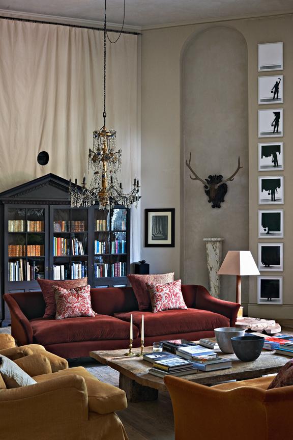 Hohe Decken im Wohnzimmer durch Herausnahme der Mansarde