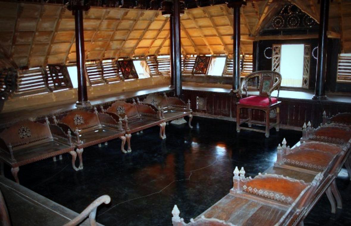Wandering soul padmanabhapuram palace kerala - Chambr kochi ...