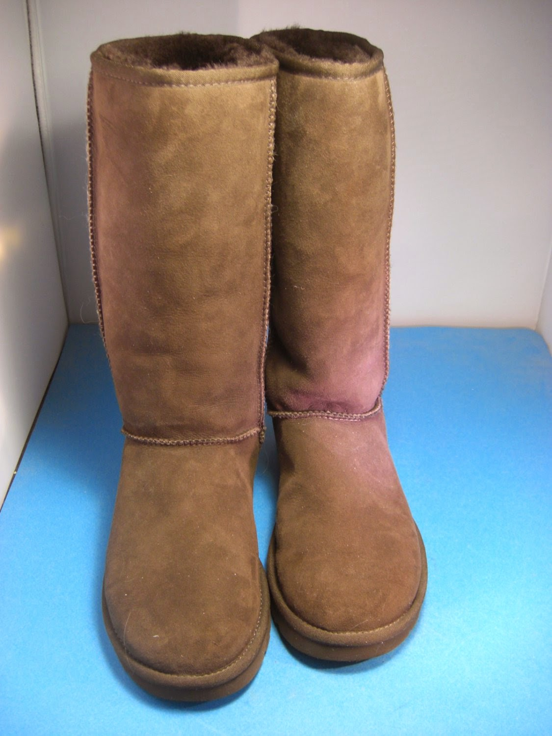 http://bargaincart.ecrater.com/p/20527988/ugg-australia-authentic-brown-classic?keywords=ugg