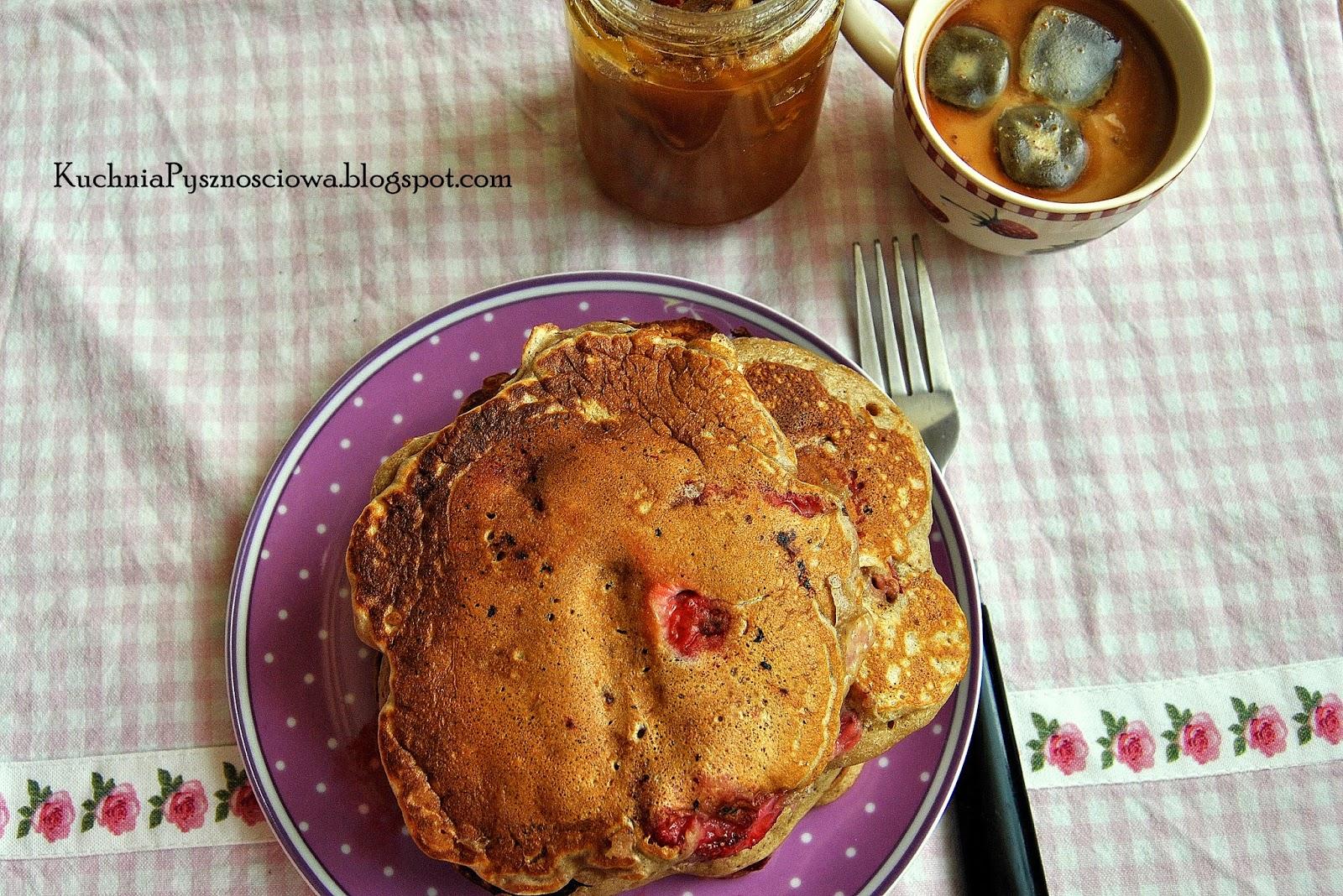 242. Razowe pancakes z truskawkami
