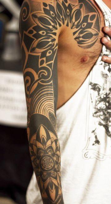 Alla tattoo convention brilla l 39 algherese vendone for Interno coscia uomo