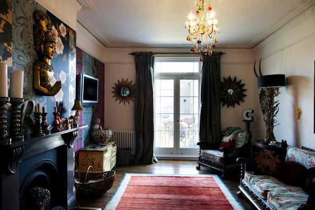 Patchwork-Stil in London: Kronleuchter & Flokati, antikes Sofa & Designklassiker