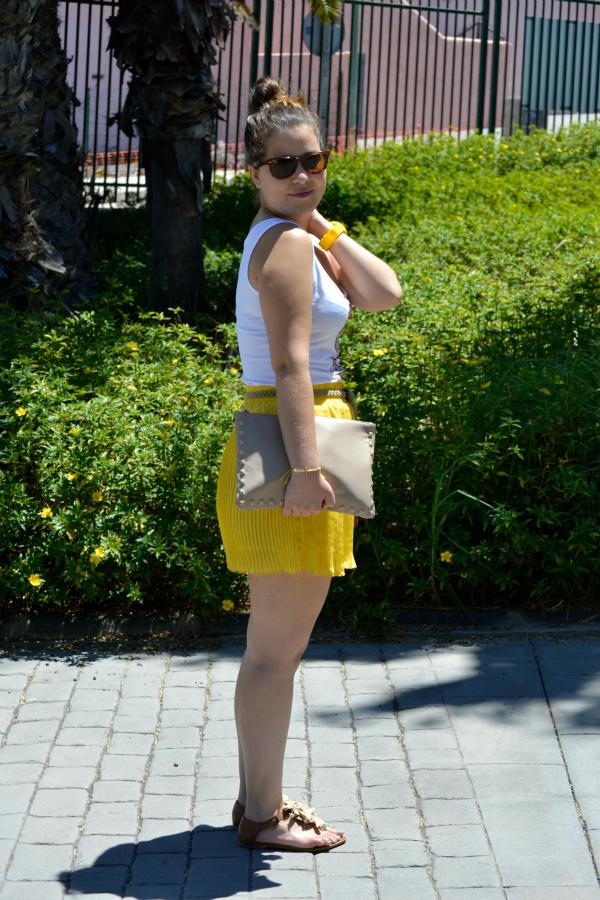 Look_Outfit_Falda_Amarilla_Camiseta_Calavera_Verano_Nudelolablog_04