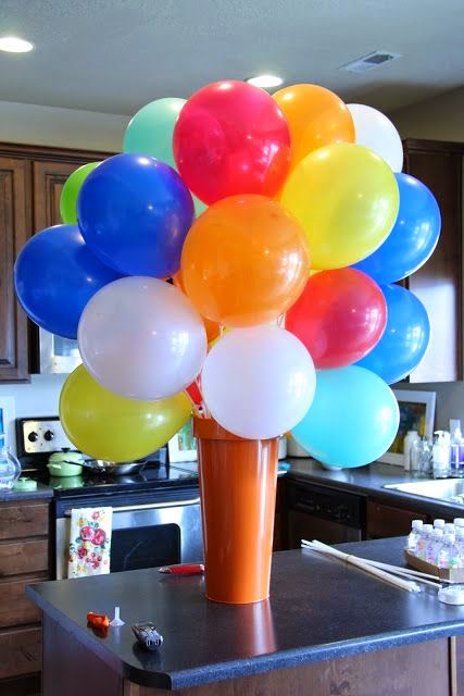 Fun 39 n 39 frolic 5 diy balloon decoration ideas without helium for Balloon decoration ideas no helium