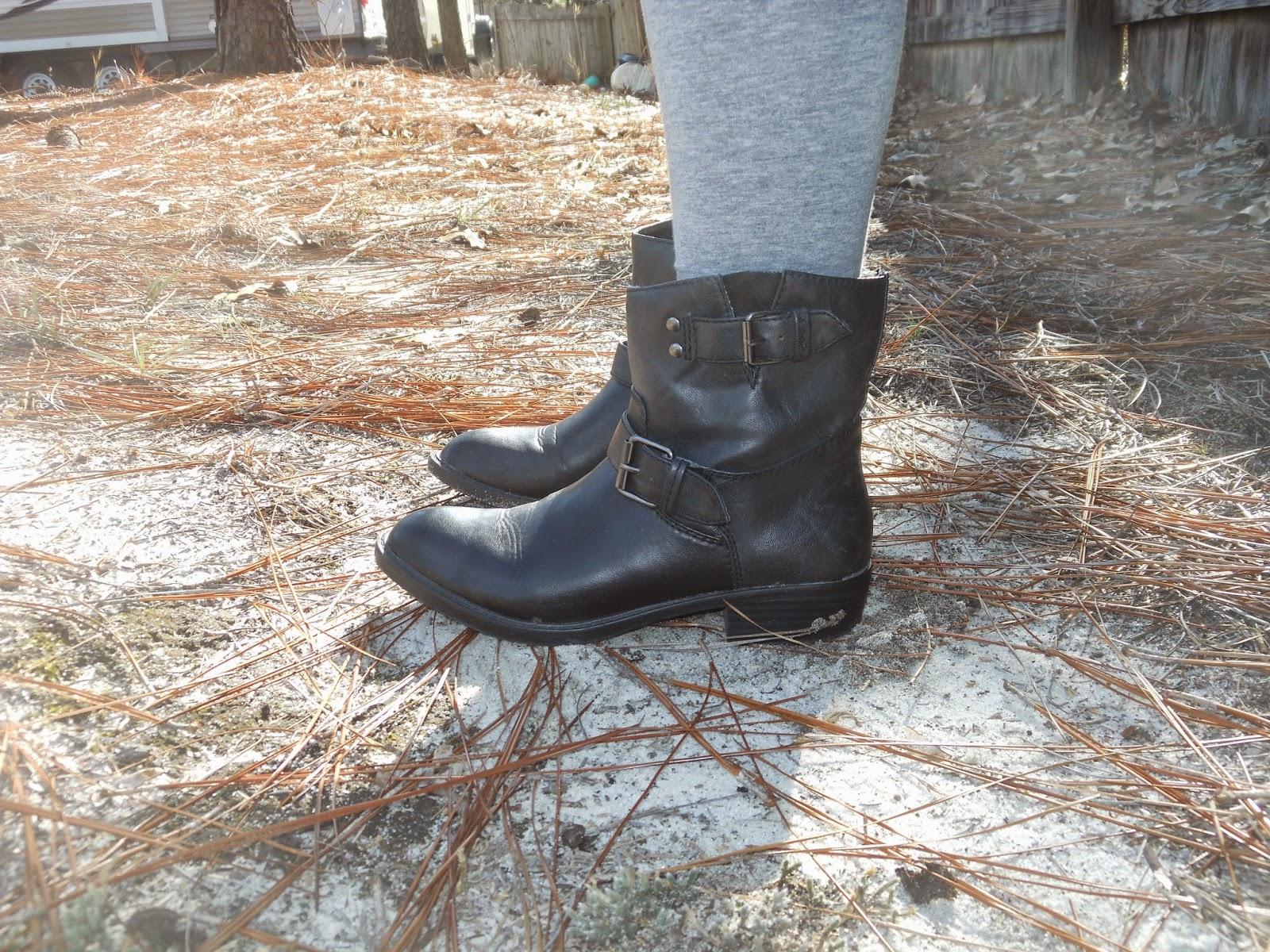 How to Wear a Dress in Winter    02. Hi low dress, grey leggings, black ankle boots, jean jacket