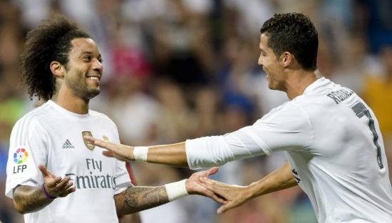 Marcelo celebra seu gol com o companheiro de Real Cristiano Ronaldo