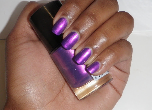 Review and swatches nail polish by Catrice Heavy Metallilac purple.