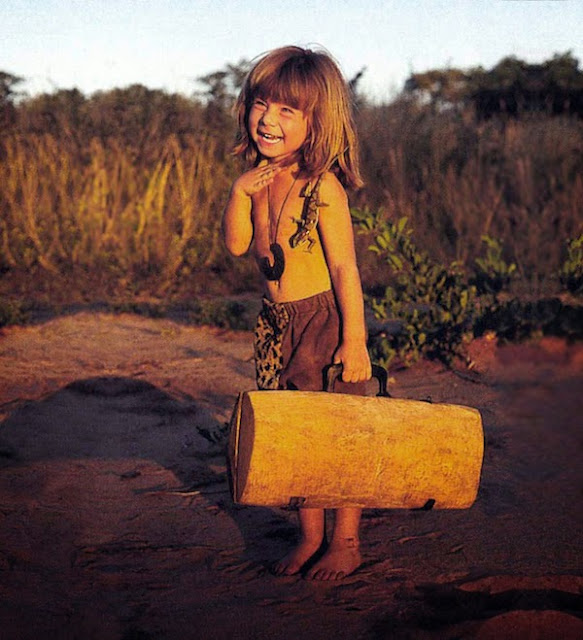 Girl+Growing+Up+Alongside+Wild+Animals+In+Africa_09