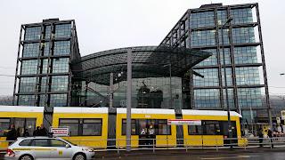 Straßenbahn + Bahnhöfe: Neue Tramlinie M 5 in Berlin In der Straßenbahn zum Hauptbahnhof gibt es Sitzplätze für alle, aus Berliner Zeitung
