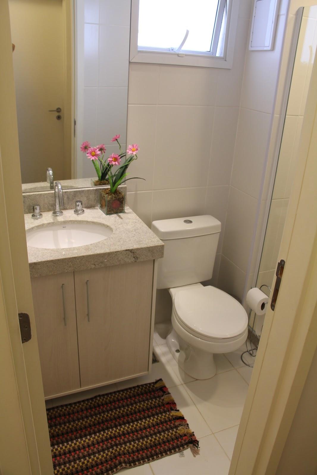 banheiro social recebeu revestimento e nicho para xampús no box e  #342417 1066 1600