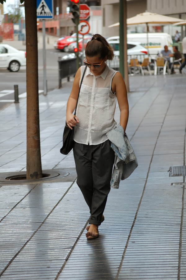 look_outfit_camisa_vaquera_pantalón_baggy_bailarinas_pompón_nudelolablog_07