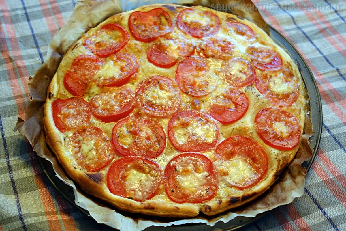 Тонкий тарт с помидорами