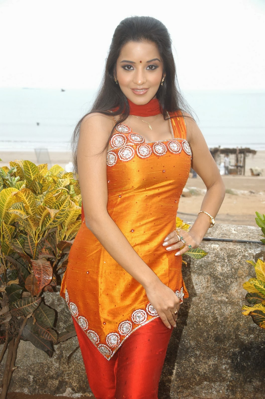 bhojpuri actress monalisa photos
