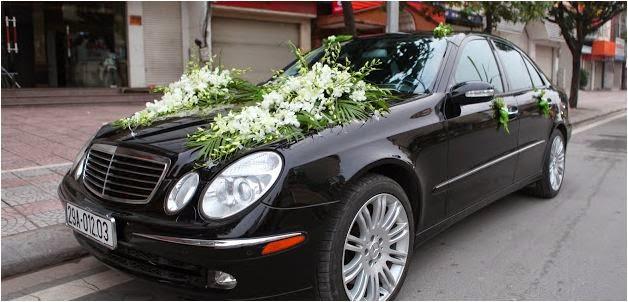Cho thuê xe cưới Mercedes E300 hạng sang đời mới