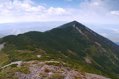 Vârful Zurzugău și șaua dintre Zurzugău și Bistriciorul