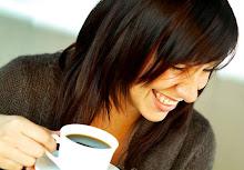 Anya kávézik
