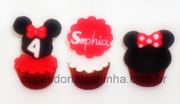 Cupcakes decorados da Minnie: orelhas e lacinho