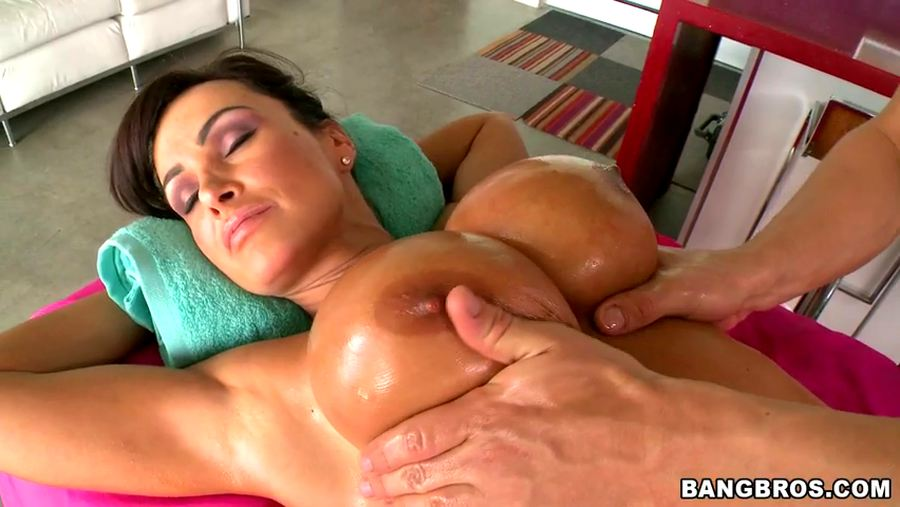 Lisa ann oil massage