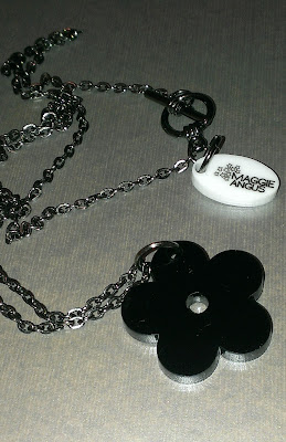 Maggie Angus single daisy necklace black