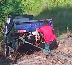Mobil Pick Up Guling, 40 Penumpang Terlempar