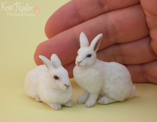 12-White-Rabbit-Kerri-Pajutee-Miniature-Sculpture-that-look-Real-www-designstack-co