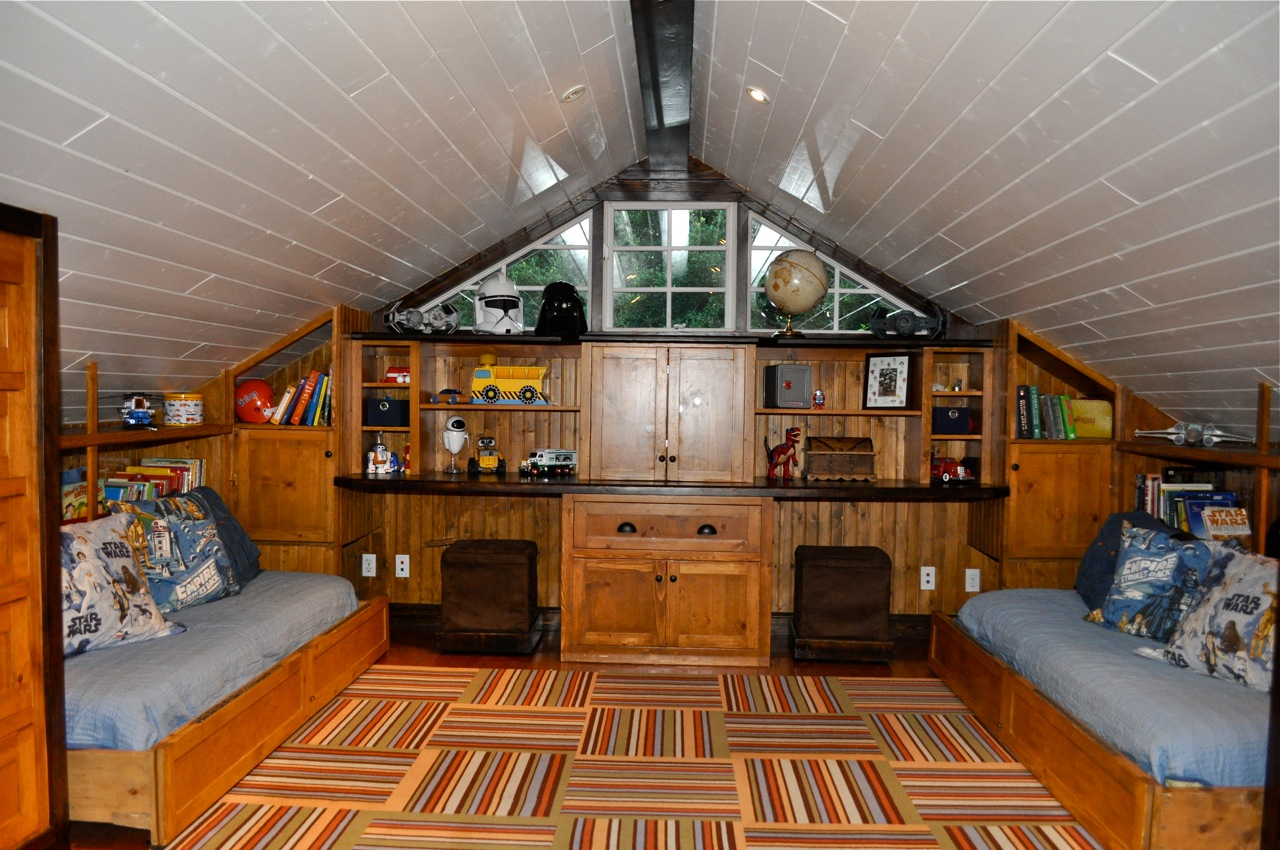 Remodelaholic Amazing Attic Renovation Boys Bedroom