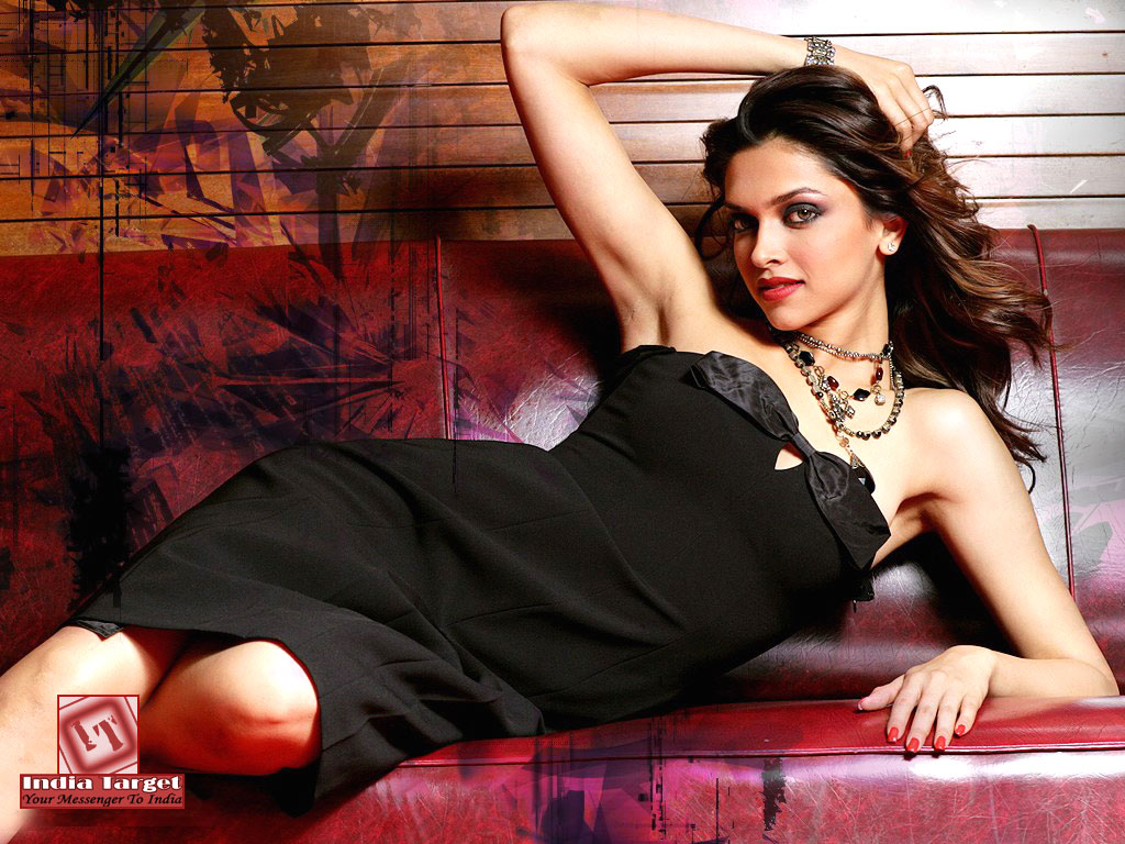 hot wallpapers: deepikapadukone-latest-hot-saree-bikini-wallpapers