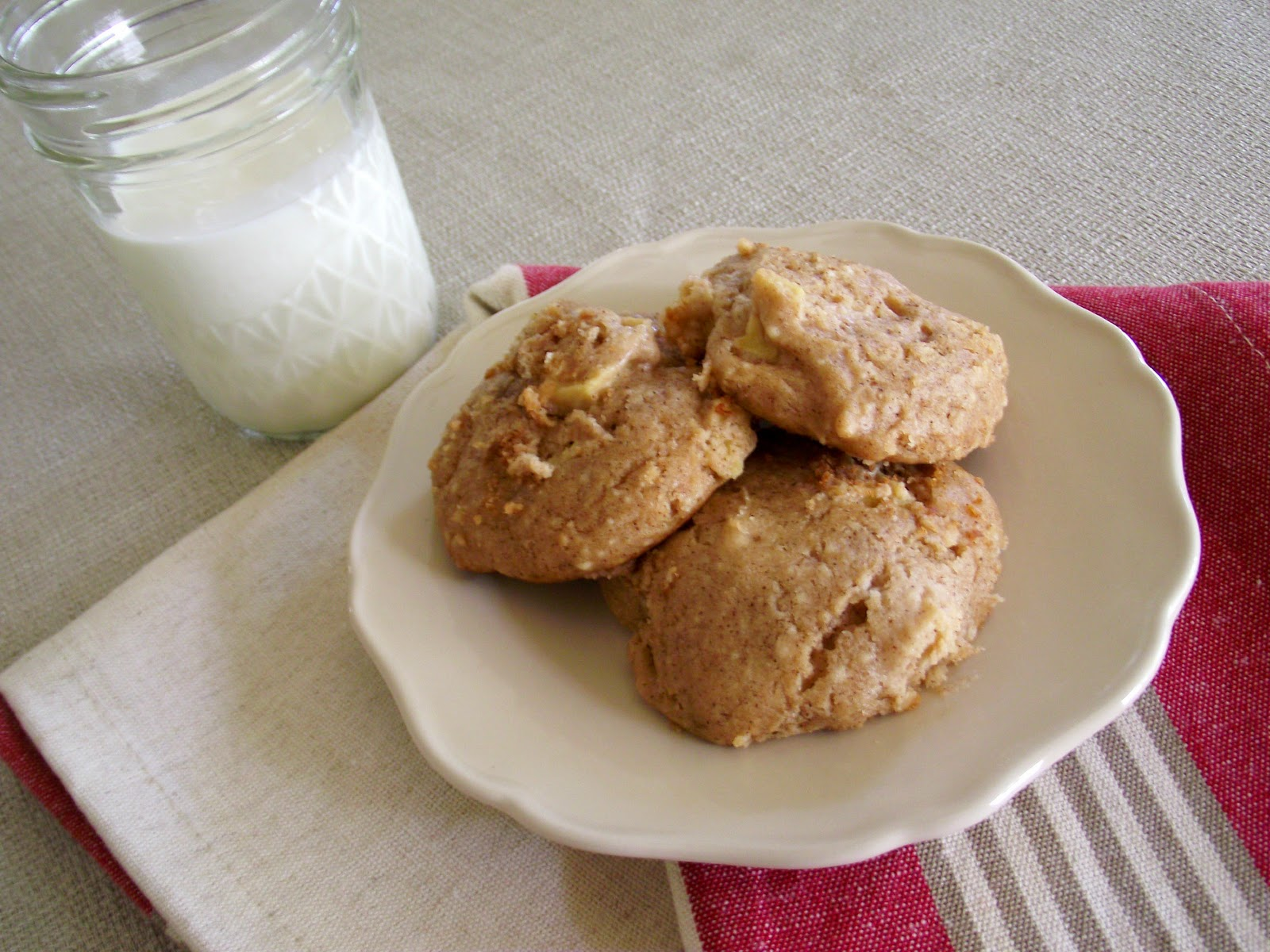 So Domesticated: Apple Cinnamon Cookie Clouds...
