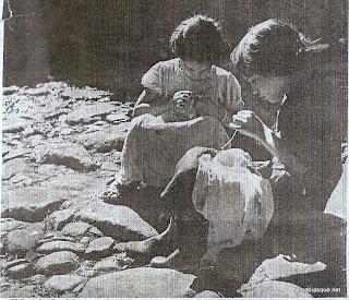 Candelario Salamanca niñas cosiendo en la calle