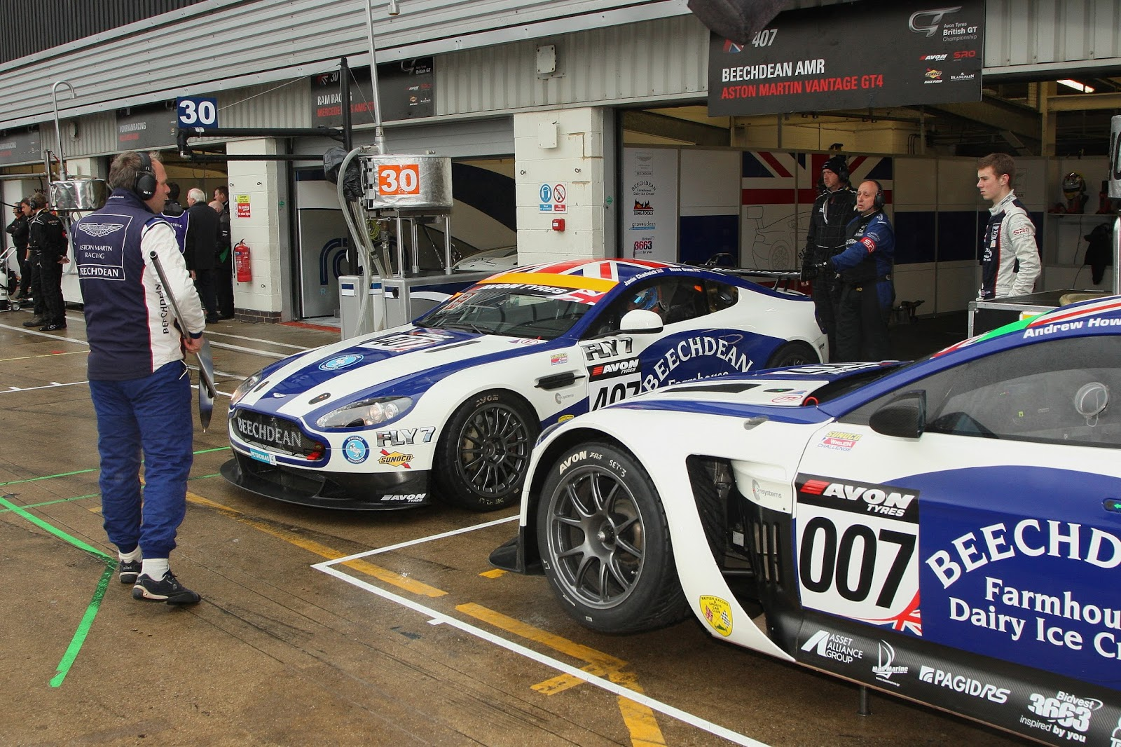 Round three of the 2015 british gt championship was at a rather wet silverstone circuit at the weekend for the three hour spectacular dubbed the silverstone