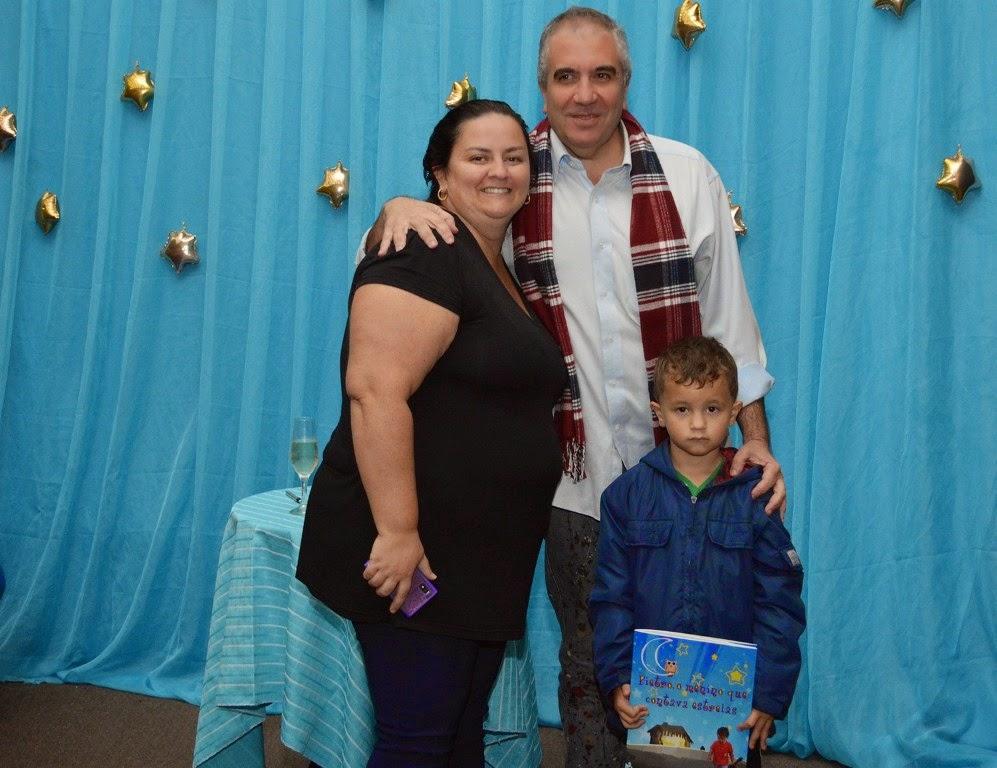 A funcionária pública Viviane Granito e o filho Thierry com o autor