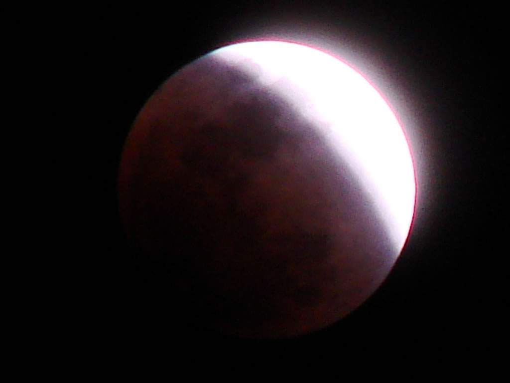 What does the lunar eclipse look like