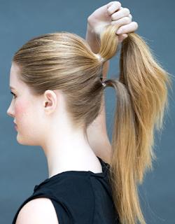 ikat sisa rambut bagian bawah