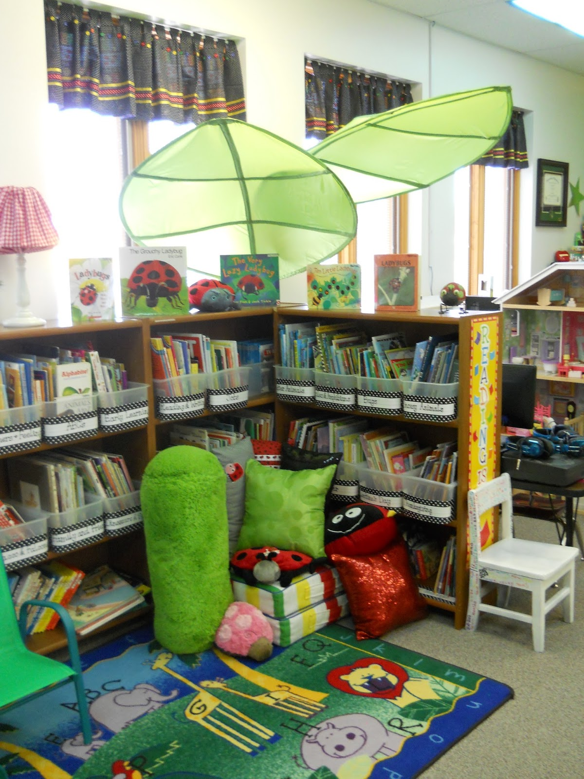 Here is a better view of the pillows and leaves. & nikKINDERGARTEN: My 2013-2014 Classroom - Ladybug Theme