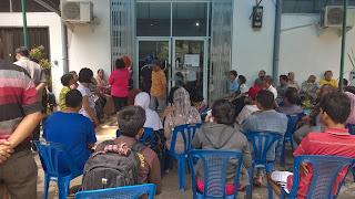 antrean warga di loket pembayaran PDAM Tirtanadi Medan - Jl Petani 1