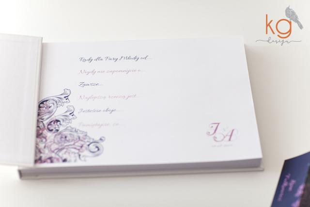 dekor, ozdobne, eleganckie, granatowe, szare, brudny róż, dodatki ślubne, wstążka, nietypowe zaproszenie, białe, glamour, indywidualny projekt, monogram, pudełko na prezent, winietki i podziękowania w formie pudełeczek na prezenty dla gości, winietki klasyczne dla dzieci, numery stołów, ozdobne karteczki z napisami, menu weselne wolnostojące, zawieszki na alkohol, naklejki na nalewki, karteczki do ciast, tradycyjna księga gości z zadrukowanymi kartami, plakat powitalny, plan stołów, oryginalne, nietypowe, artystyczne, wyjątkowe, piękne, zaproszenia ślubne, dodatki ślubne, dodatki na wesele, kwadratowe zaproszenie z ramką, granatowe, Bochnia, Kraków, Warszawa, Bielsko-biała, Gdańsk, Słupsk, Łódź, Wrocław, Katowice, papeteria ślubna, poligrafia ślubna, kg design,