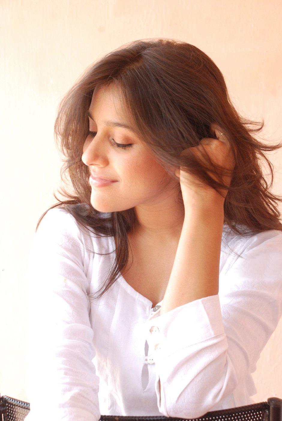 Rashmi Gautam Hot